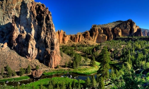 Climbing Smith Rock State Park Smith Rocks Bend Central Oregon Crooked River